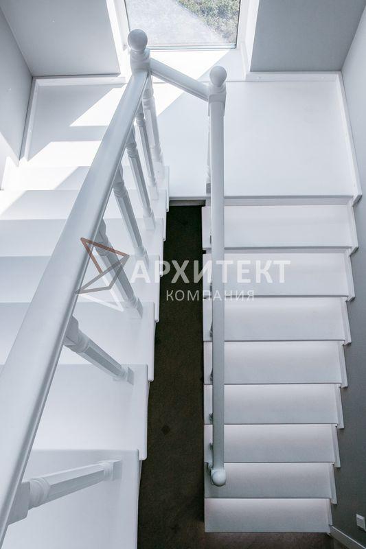 Отделка бетонного оснований лестницы деревом с подсветкой
