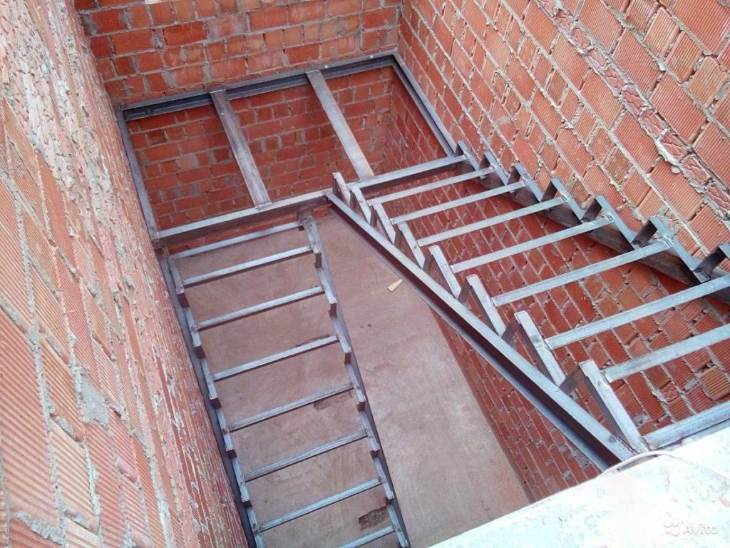 Каркас лестницы под зашивку