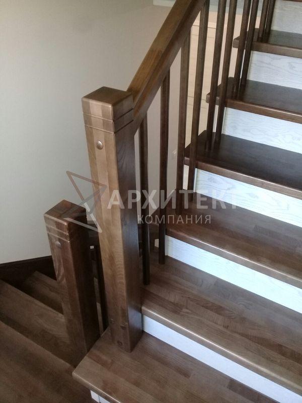 Лестница из массива ясеня