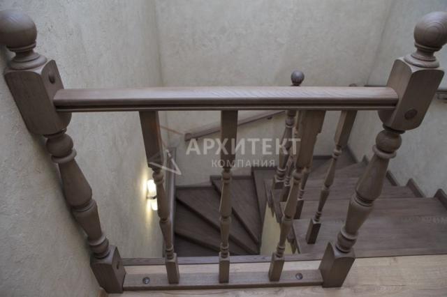 Отделка бетонного основания лестницы деревом