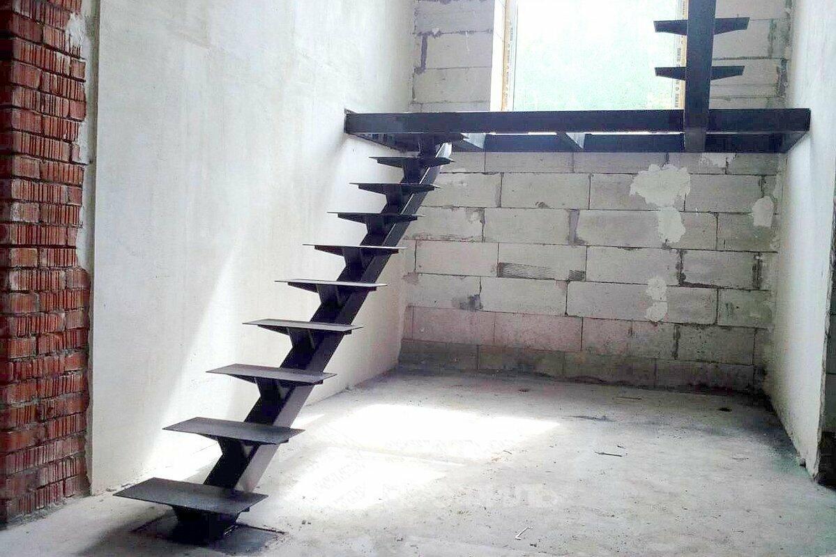 Центральный монокосоур лестницы