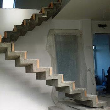 Зеркальные бетонные лестницы